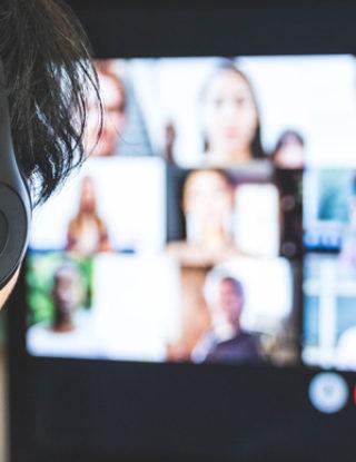 Aceleración de la vida digital de niños, niñas y adolescentes