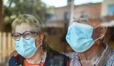 Los adultos mayores son los que menos apoyo han recibido en Chile durante la pandemia